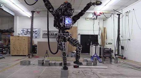 Empresa en tecnología presenta un robot de alto calibre