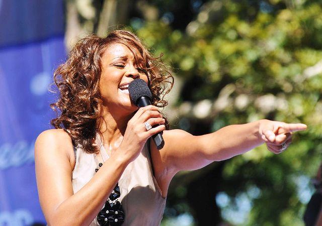Hija de Whitney Houston en coma inducido