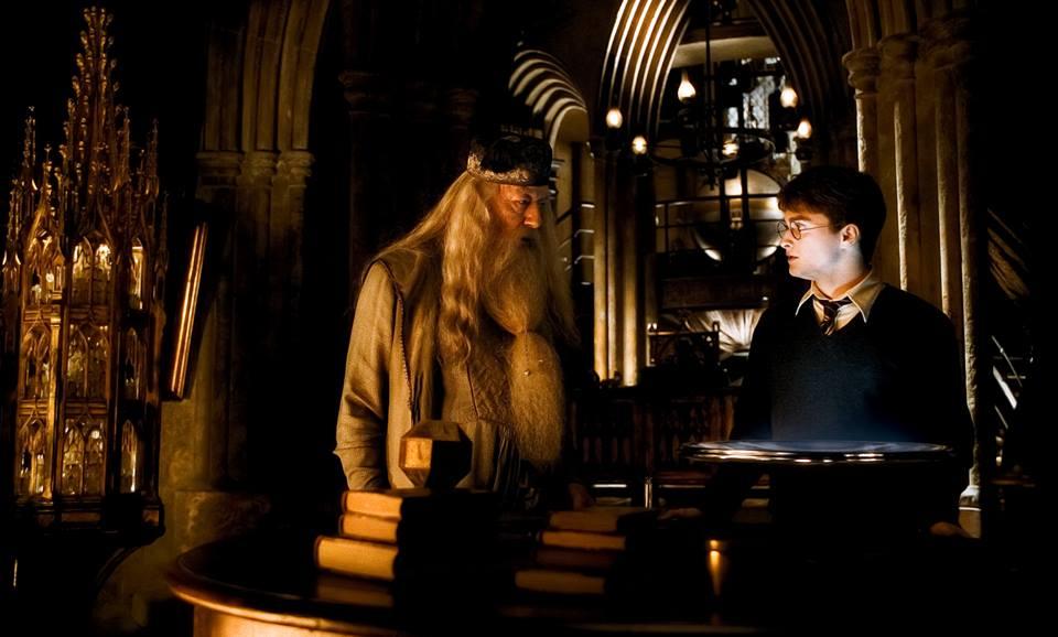J.K. Rowling sigue defendiendo a Dumbledore