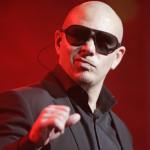 Pitbull llevó su taxi a la edición 58 de los Grammy