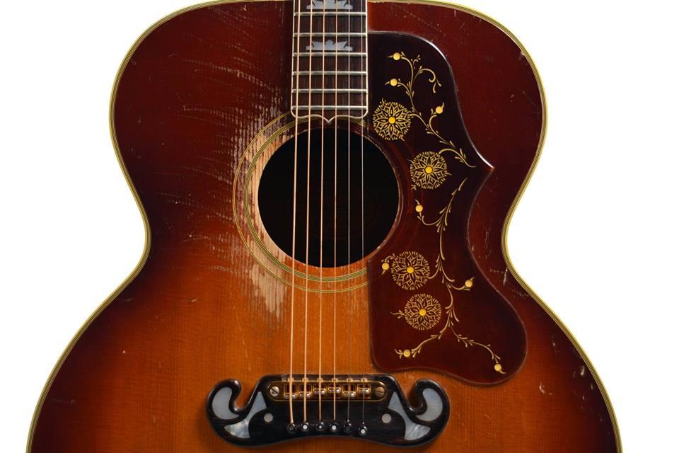 Algunas de las guitarras corresponden al siglo XVIII