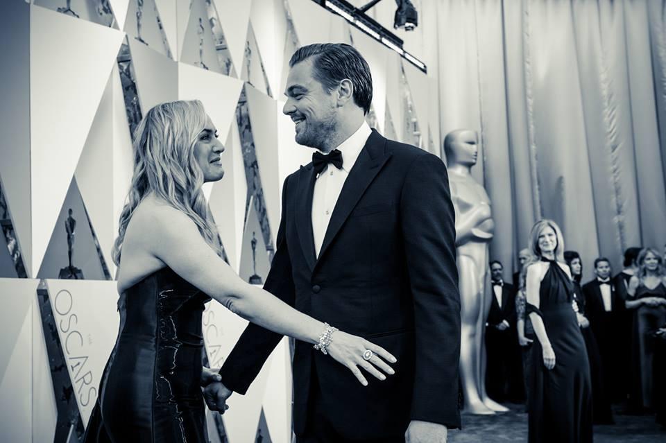 Leonardo Dicaprio por fin celebra un Oscar