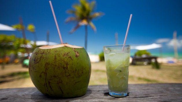 El agua de coco tiene múltiples propiedades