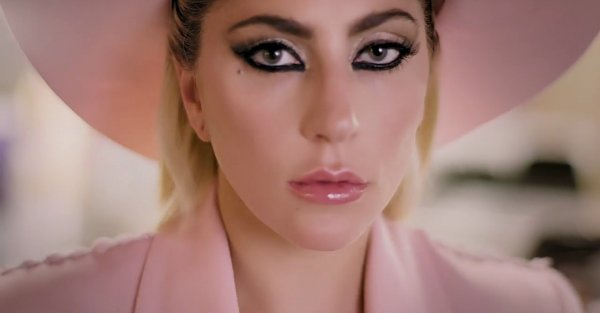 Lady Gaga lanzó el sencillo Million Reasons