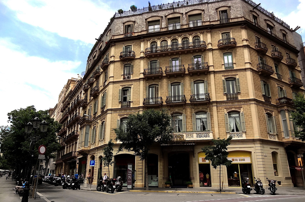 Hotel Continental Palacete: ¡Una joya en el corazón de Barcelona!
