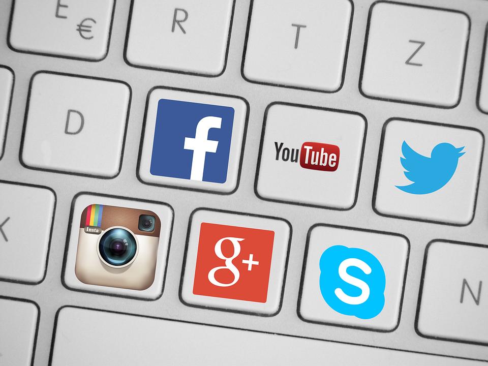 Google, Facebook y medios franceses se plantan frente a informaciones falsas