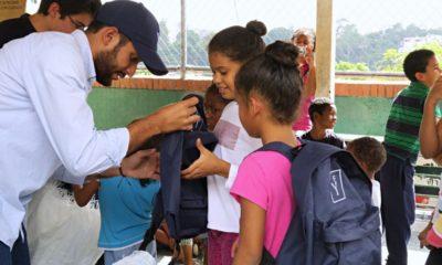 Yammine - Fundación Yammine Entrega útiles escolares a Casa Hogar Bambi